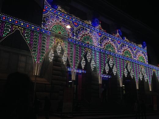 中央市場、今年はなぜか電飾クリスマス_a0136671_3114721.jpg