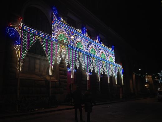 中央市場、今年はなぜか電飾クリスマス_a0136671_353059.jpg