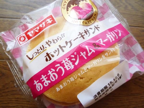 【菓子パン】しっとり、やわらかホットケーキサンド あまおう苺ジャム&マーガリン@ヤマザキ_c0152767_18114856.jpg