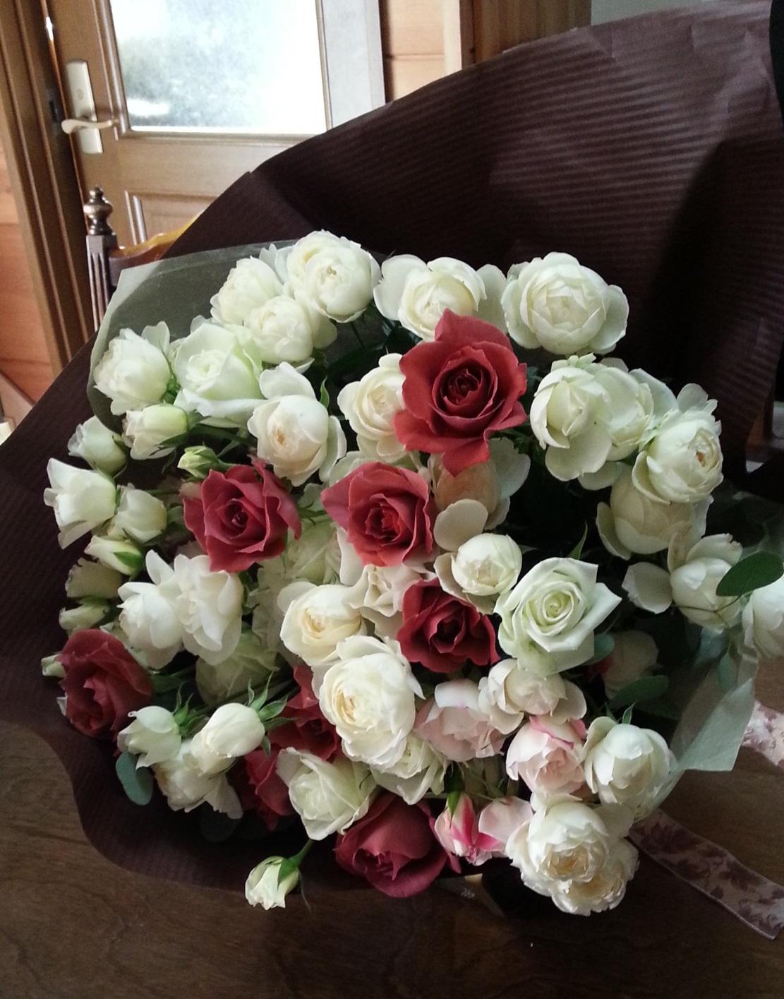 お花のギフト お嬢様からお母様へ お誕生日のバラの花束  _a0042928_1427111.jpg