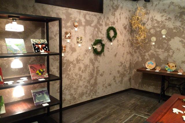 搬入してきました♪展示会場こんな感じです:12/11(金)〜13(日)個展「松尾たいこ×千年陶画 ふたつの出会い」(東京 谷中の韋駄天)_d0339885_16194331.jpg
