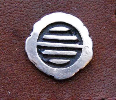 漢字のワンポイントの付いた革の名刺入れ_f0155891_13213169.jpg