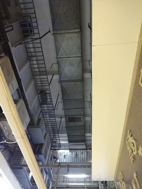 重慶大厦へ向かって_b0248150_16312908.jpg