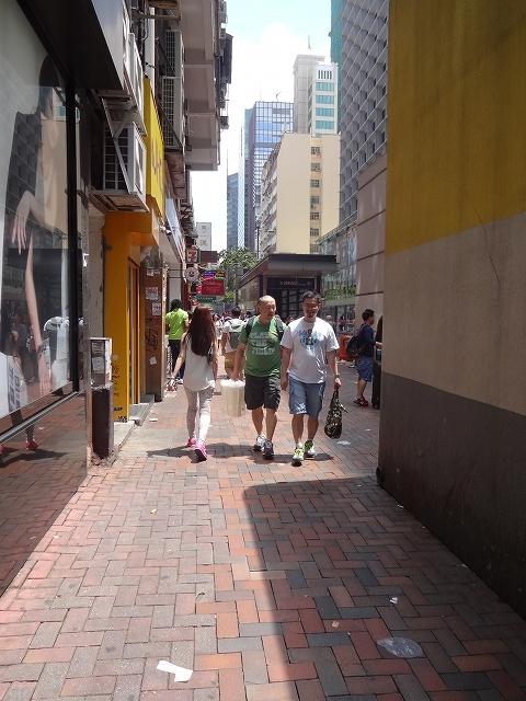 重慶大厦へ向かって_b0248150_16323600.jpg