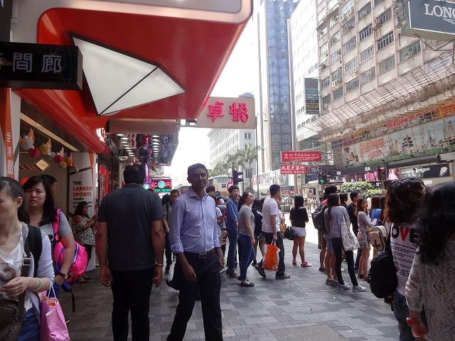 重慶大厦へ向かって_b0248150_16334317.jpg