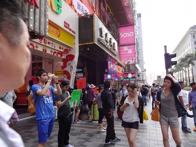 重慶大厦へ向かって_b0248150_16375984.jpg