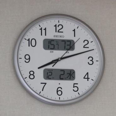 リビングの時計_e0170272_9343977.jpg