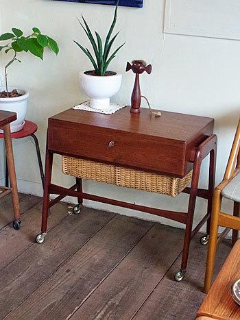 sewing table_c0139773_17202311.jpg