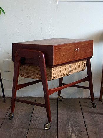 sewing table_c0139773_17290933.jpg