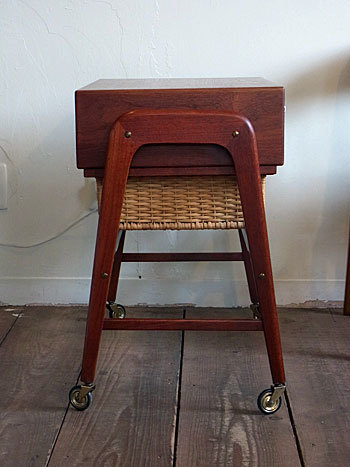 sewing table_c0139773_17292047.jpg