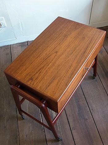 sewing table_c0139773_17294002.jpg