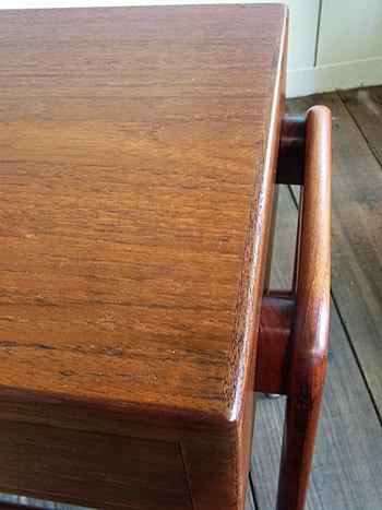 sewing table_c0139773_17302250.jpg