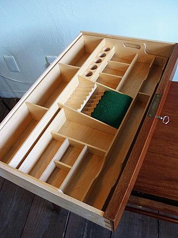 sewing table_c0139773_17315571.jpg