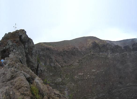 ヴェスーヴィオ山 2. 火の山には霧隠才蔵サマが君臨しておりました(^^ゞ_f0205783_20271441.jpg