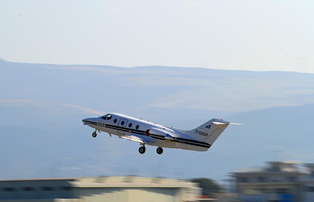 航空自衛隊機 T-400。_b0044115_10292553.jpg