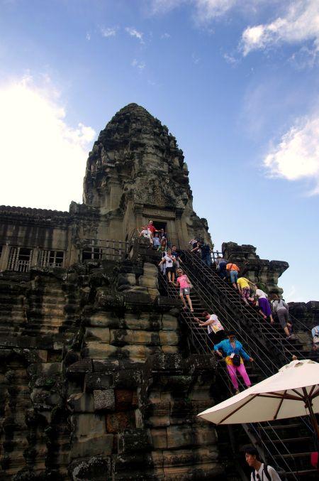 男の一人旅 ~カンボジア アンコール・ワット遺跡~_d0145934_9402416.jpg