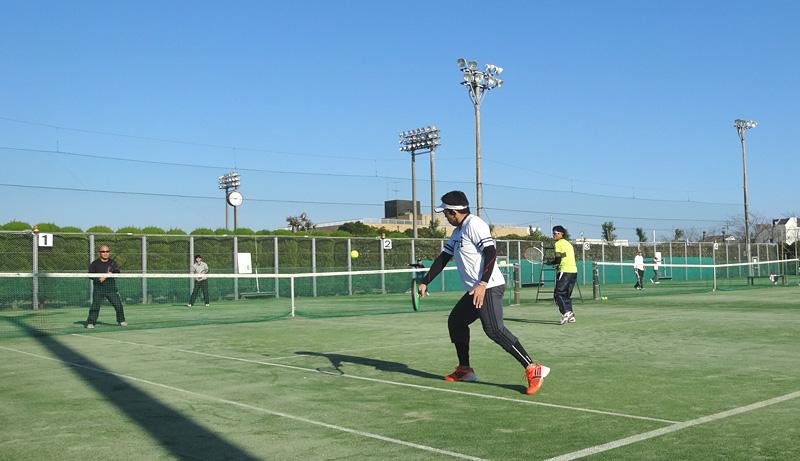 テニス 数年ぶりにシングルスで対戦_b0114798_1654411.jpg