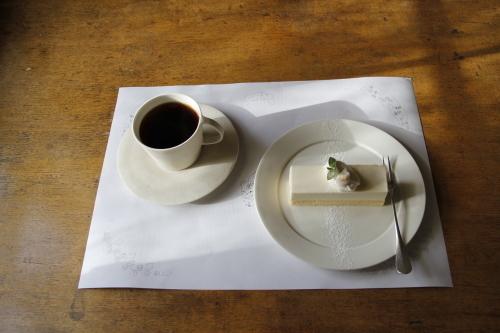 「Fleurs et de la poterie ー花と陶器ー 内山太朗 小菅幸子 二人展」mado cafeさんのご紹介。_e0060555_14210043.jpg