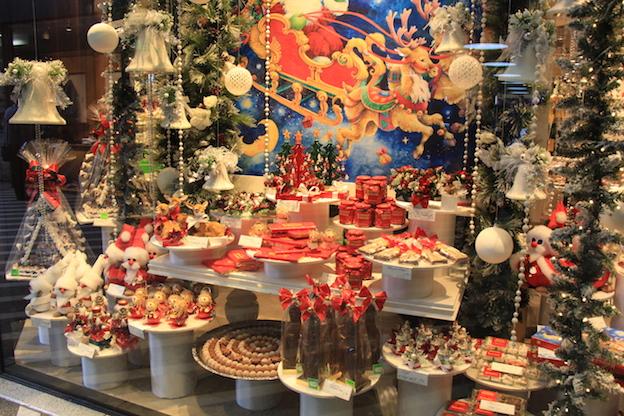 ラインのほとりから ♪ クリスマスのショーウインドウ_e0295348_2273337.jpg
