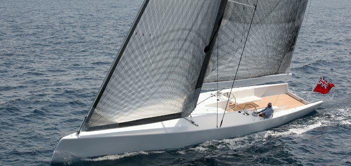 シンプルなヨットも。_f0166694_19121323.jpg