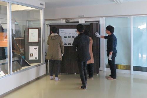 建材作家kinakoさんご一行が秋田工場に_d0004728_08315433.jpg