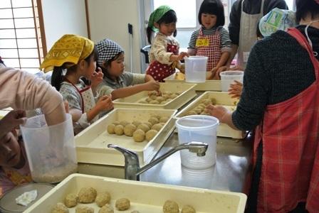 親子で楽しくお味噌作り講座を開催しました♪_d0298850_23292876.jpg