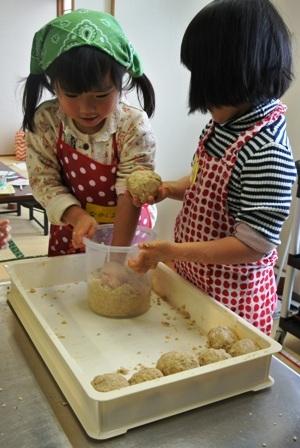 親子で楽しくお味噌作り講座を開催しました♪_d0298850_23305788.jpg