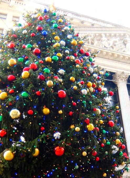 NYウォール街、証券取引所前のクリスマス・ツリー2015_b0007805_10381371.jpg