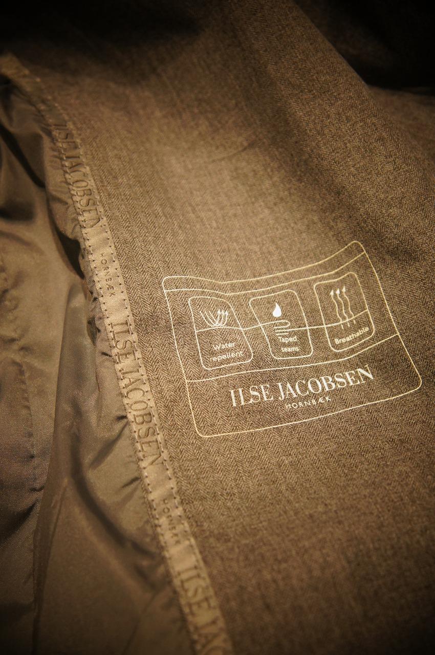 ファッション性抜群万能なレイントレンチコート ILSE JACOBSENイルセヤコブセン_b0115615_16314927.jpg
