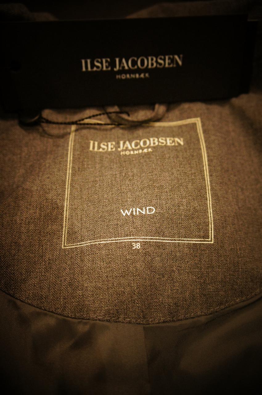 ファッション性抜群万能なレイントレンチコート ILSE JACOBSENイルセヤコブセン_b0115615_16323652.jpg