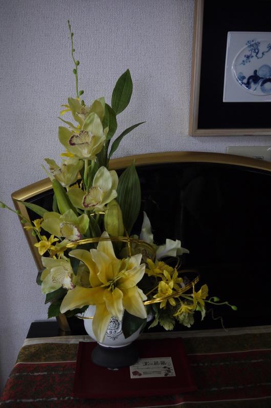 事務所の開店祝いアレンジです。。。。お正月兼用_a0123133_11481068.jpg