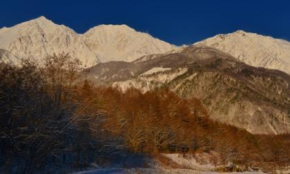 長野オリンピックジャンプ台にもうっすらとした積雪が......_b0194185_20354531.jpg