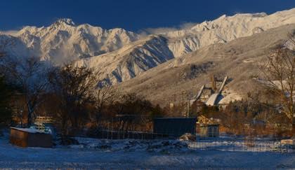 長野オリンピックジャンプ台にもうっすらとした積雪が......_b0194185_20382050.jpg