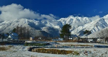 長野オリンピックジャンプ台にもうっすらとした積雪が......_b0194185_20412477.jpg
