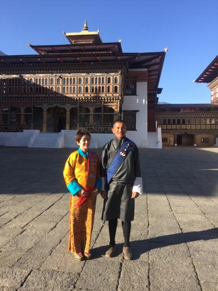 ブータン2日目、民族衣装のキラでドチュラ峠へ_d0339885_20383556.jpg