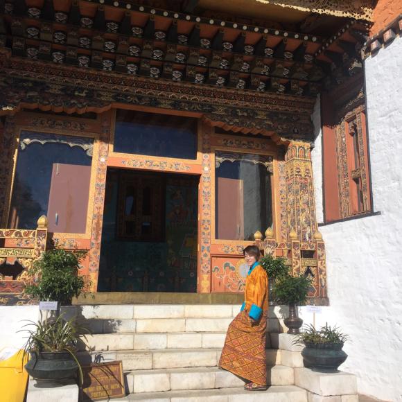 ブータン2日目、民族衣装のキラでドチュラ峠へ_d0339885_20383586.jpg