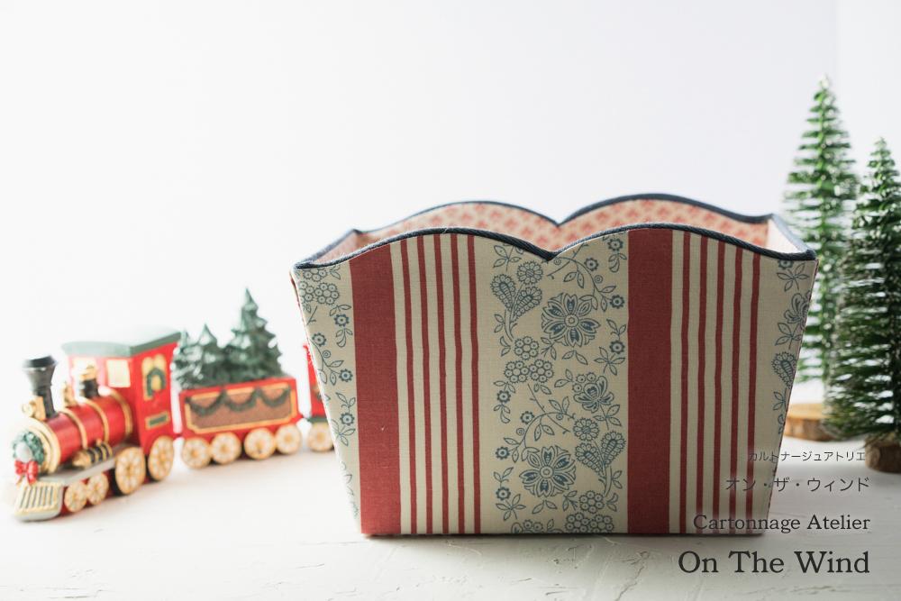 カルトナージュ*12月制作の作品は、クリスマスセッティングで撮影です。No.1(アトリエメンバー作品)_d0154507_15043932.jpg