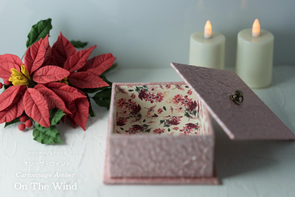 カルトナージュ*12月制作の作品は、クリスマスセッティングで撮影です。No.1(アトリエメンバー作品)_d0154507_15053365.jpg