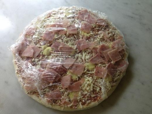 イタリアで初冷凍ピザ_a0136671_2383314.jpg
