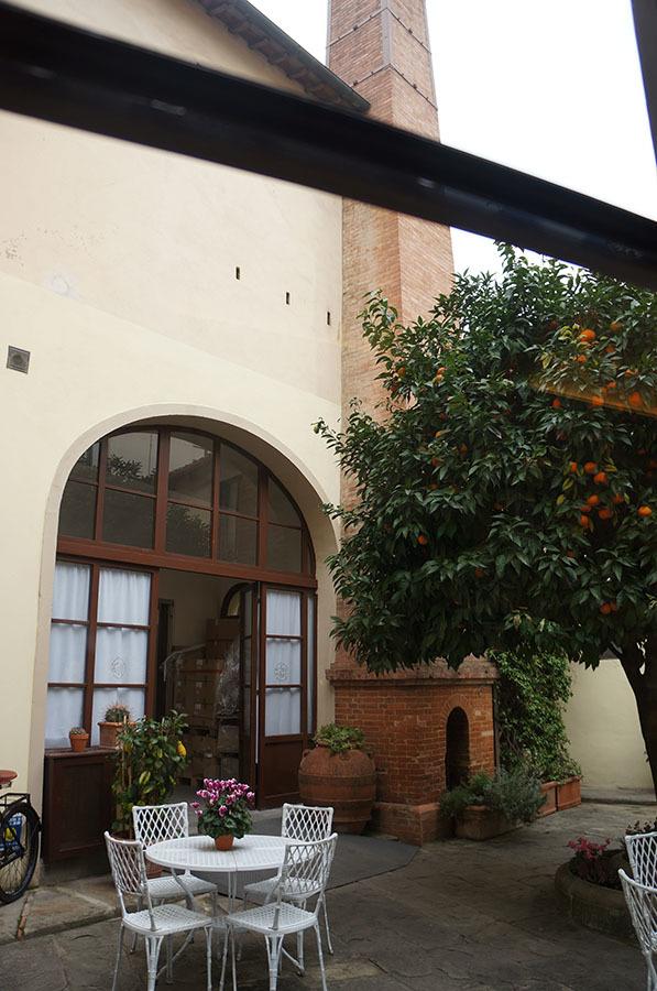 サンタマリアノヴェッラ薬局のティールーム〜フィレンツェの歴史ある名店_f0106597_06142249.jpg