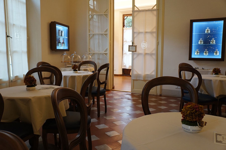 サンタマリアノヴェッラ薬局のティールーム〜フィレンツェの歴史ある名店_f0106597_06154699.jpg