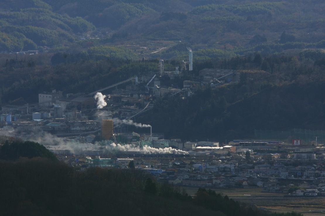 亜鉛製錬所の麓を走るD51 - 2015年冬・信越線 -   _b0190710_22311233.jpg