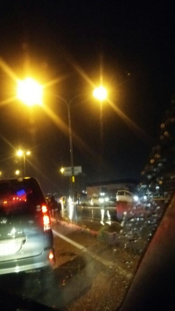 函館新道にて自動車横転事故_b0106766_21152054.jpg
