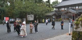 朝の冷え込みも撮影で宇倍神社に出かける頃....._b0194185_22574796.jpg