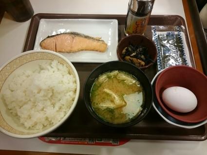 12/23   たまごかけごはん朝食+鮭@すき家_b0042308_07340168.jpg