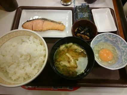 12/23   たまごかけごはん朝食+鮭@すき家_b0042308_07340402.jpg