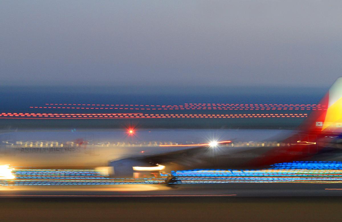 AIRPORT IN。_b0044115_802691.jpg