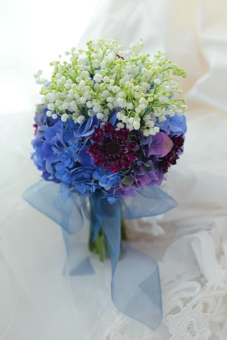 クラッチブーケ ラ・ビュット・ボワゼ様へ 鈴蘭と紫陽花、青と白のブーケ_a0042928_10232672.jpg