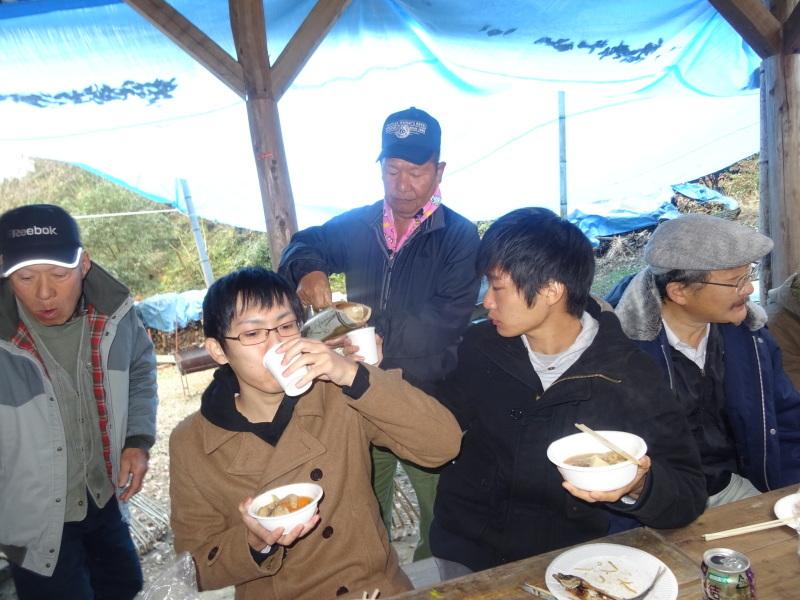 和歌山大学生「里山体験」 & 餅つき忘年会 in 孝子の森_c0108460_23555205.jpg