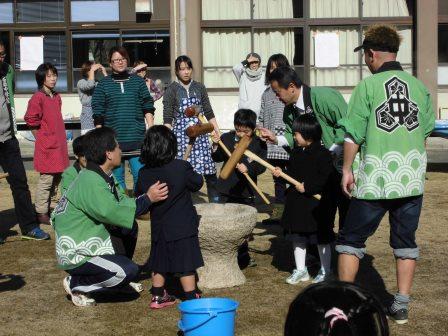 宮島学園 2015年度 餅つき・松明づくり_f0229523_1538380.jpg